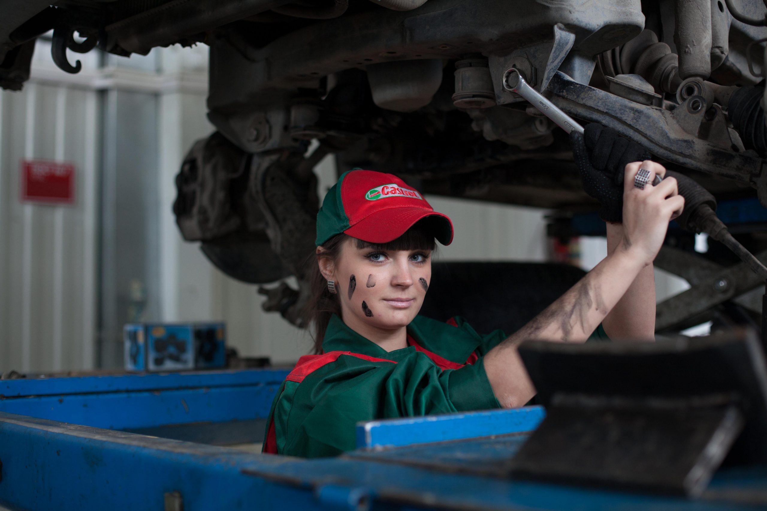 Pérdida de aceite en el motor del coche   Foto: Pexels.com