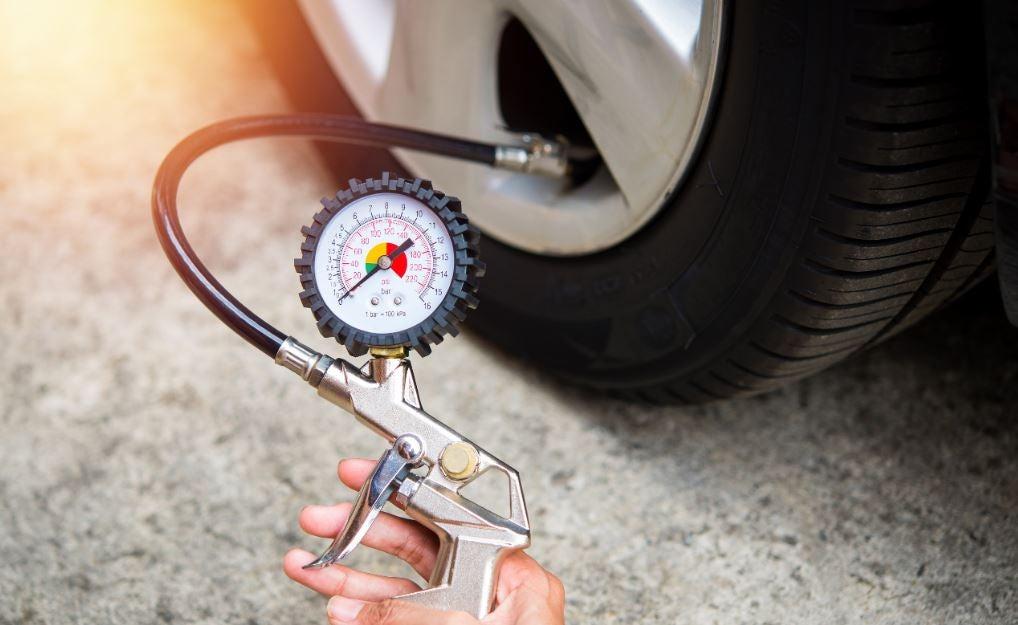 Presión neumáticos   Foto: Pexels.com
