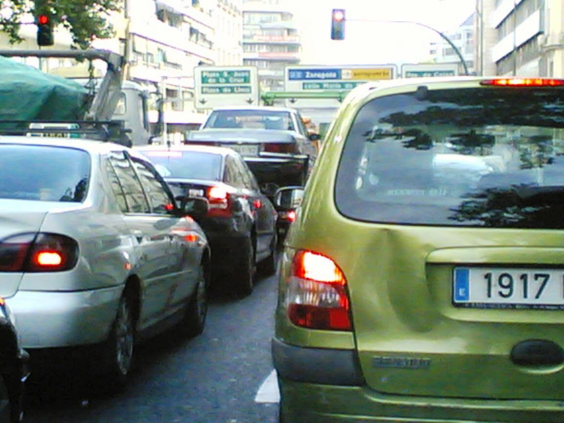 Tráfico en una calle de Madrid   Foto: Creativecommons.org